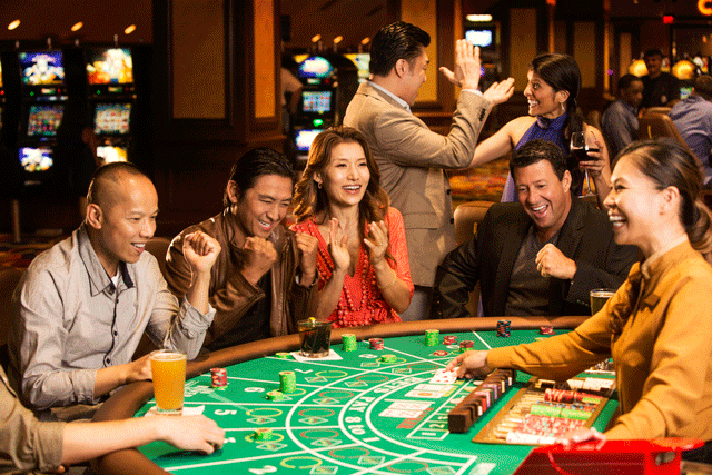 Play an Online Casino Game
