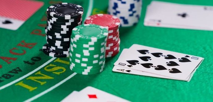 Playing different types of poker games online